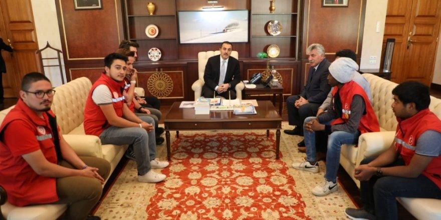 Kars Valisi Öksüz, 40 öğrenciyi makamında ağırladı