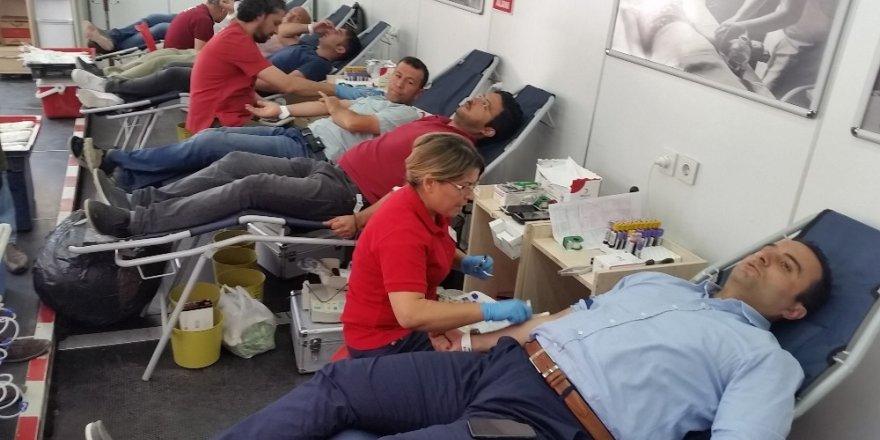 Kulu Kaymakamı Budan'dan kan bağışına destek