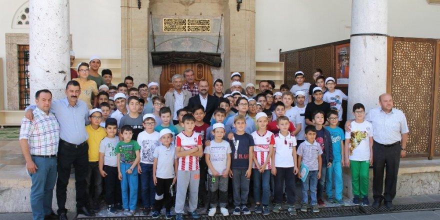 Tosya'da Kur'an kursuna katılan öğrencilere dondurma ikramı