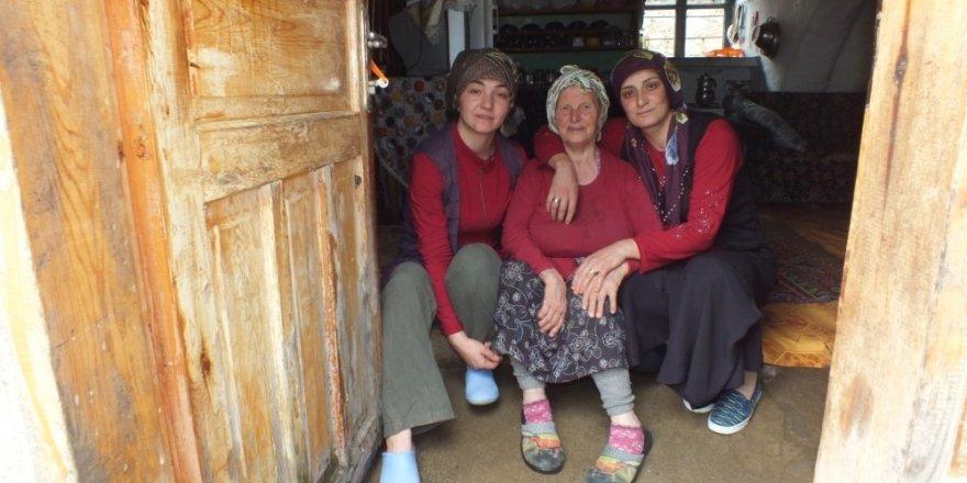 Kürtün'de yalnız yaşayan yaşlılara devletin şefkat eli değdi