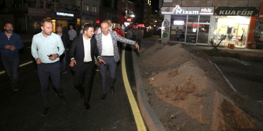 Belediye Başkanı Arı, Lale Caddesindeki yol çizgi çalışmalarını denetledi