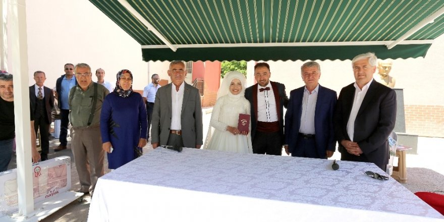 4 belediye başkanlı düğün