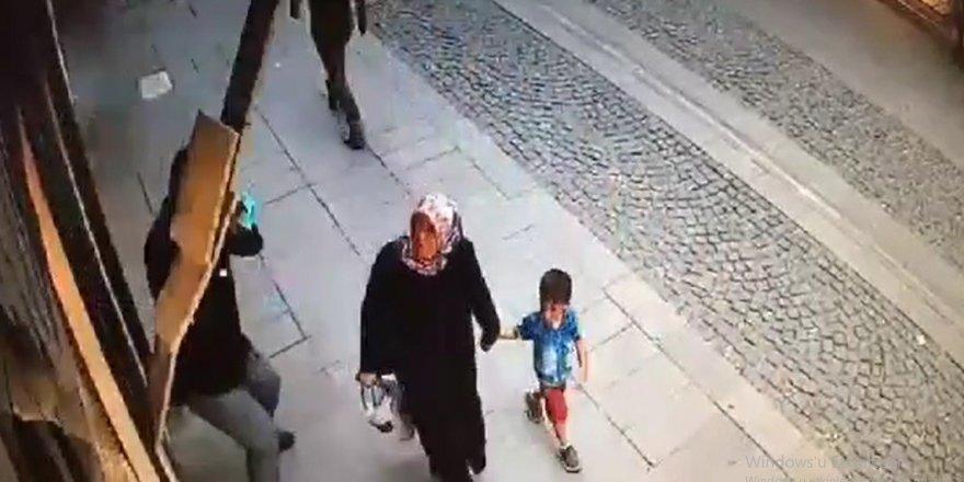 Konya'da duvardan dökülen mermerden son anda kurtuldular