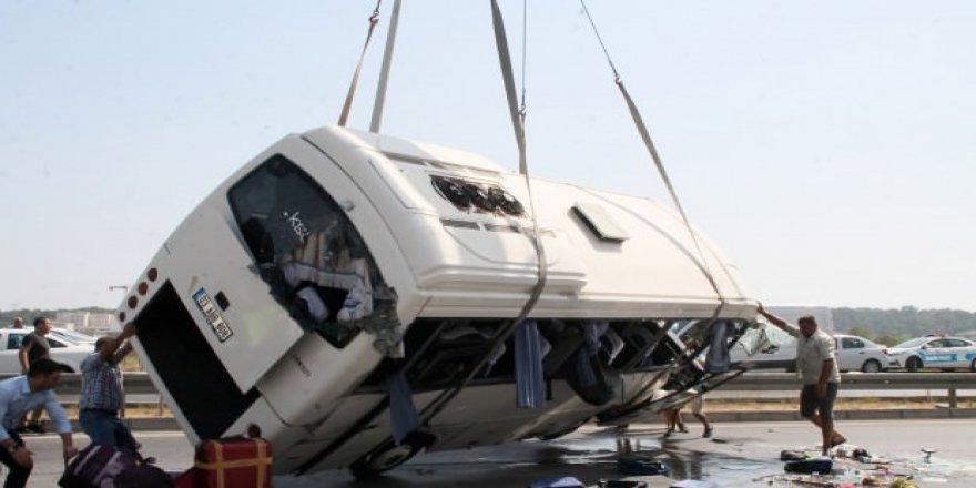 Antalya'da tur midibüsü devrildi! Çok sayıda Rus turist yaralı