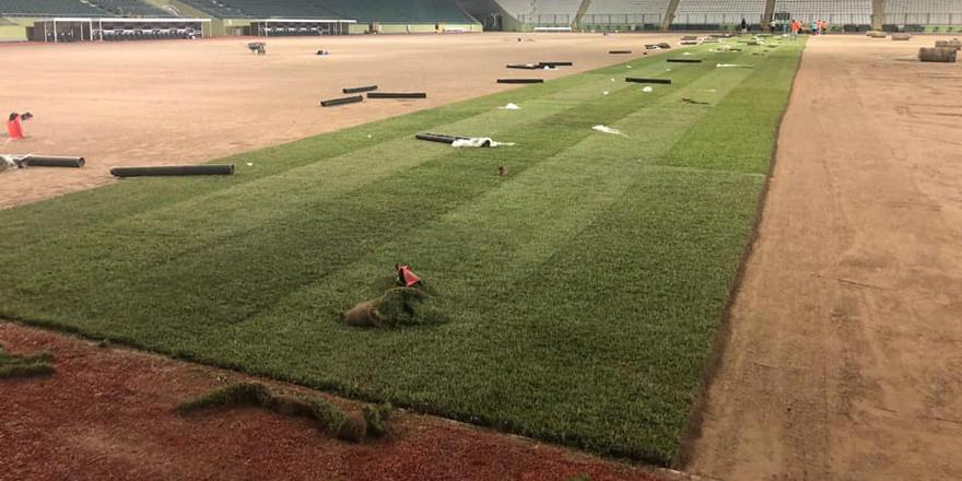 Konya Büyükşehir Stadı'nda çimler seriliyor