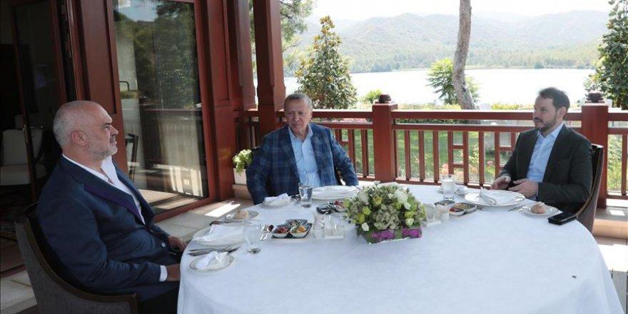 Erdogan reçoit le PM d'Albanie, Edi Rama