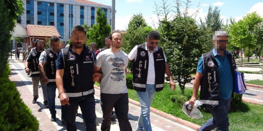 Isparta'da FETÖ'nün yeni yapılanmasına darbe: İl imamı, kasa ve eğitim danışmanı hücre evlerinde yakalandı