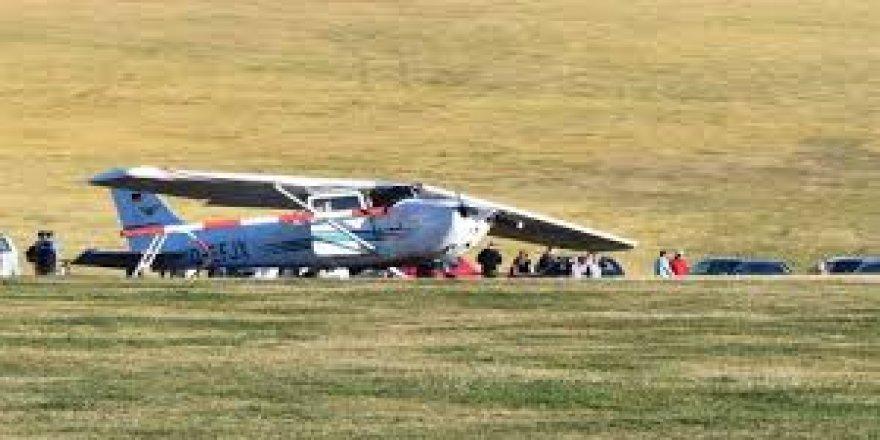 Almanya'da uçak düştü: 3 ölü