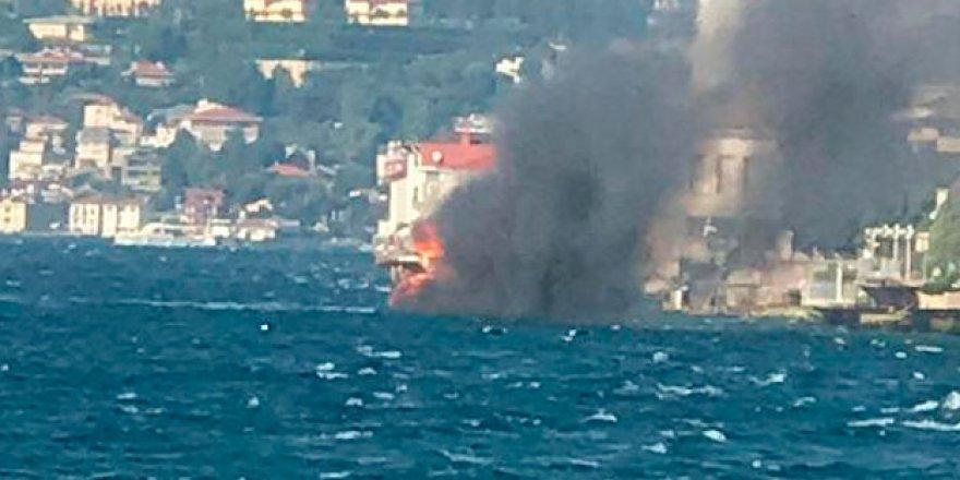 İstanbul'da teknede yangın! Çok sayıda ekip sevk edildi