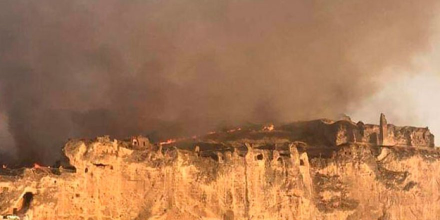 Tarihi Hasankeyf ilçesinde korkutan yangın