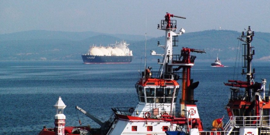 Dev tanker Çanakkale Boğazı'nı kapattı