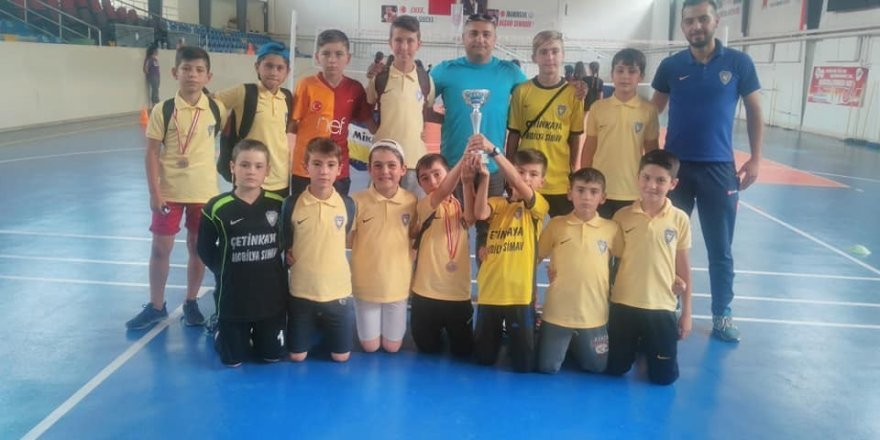 Şampiyon miniklerin Gençlik ve Spor Müdürlüğü ziyareti