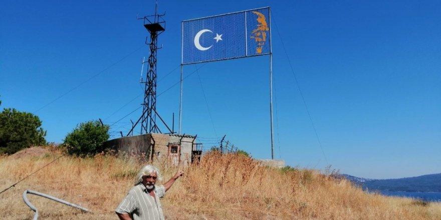 Erdek'teki dev bayrak alanı pislik ve karanlık içinde