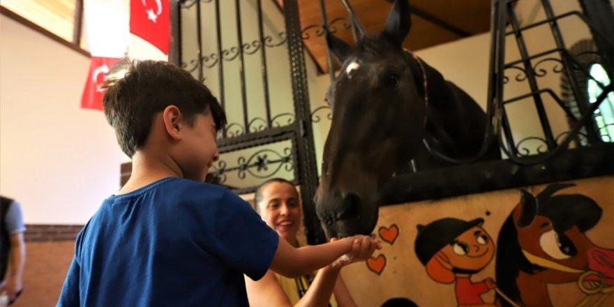 Atlı Eğitim Merkezi ile hayvan sevgisi aşılanıyor