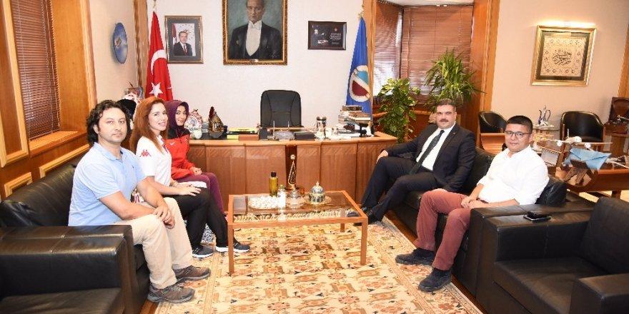 Rektör Çomaklı, Anadolu Üniversitesini temsil edecek sporculara başarılar diledi