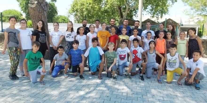 Burhaniyeli öğrenciler tatilde oyun öğreniyorlar