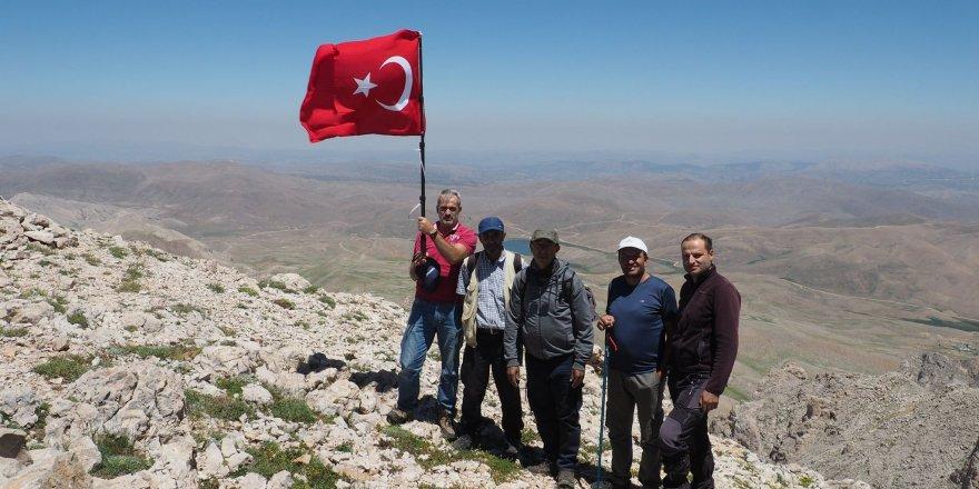 Dağcılar Geyik Dağı'na tırmandı