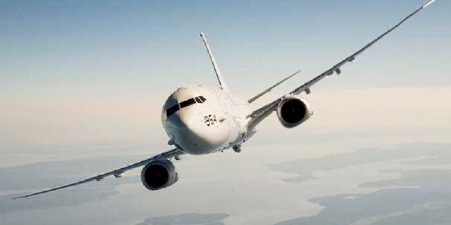 Yolcu uçağı kuleye çarptı!