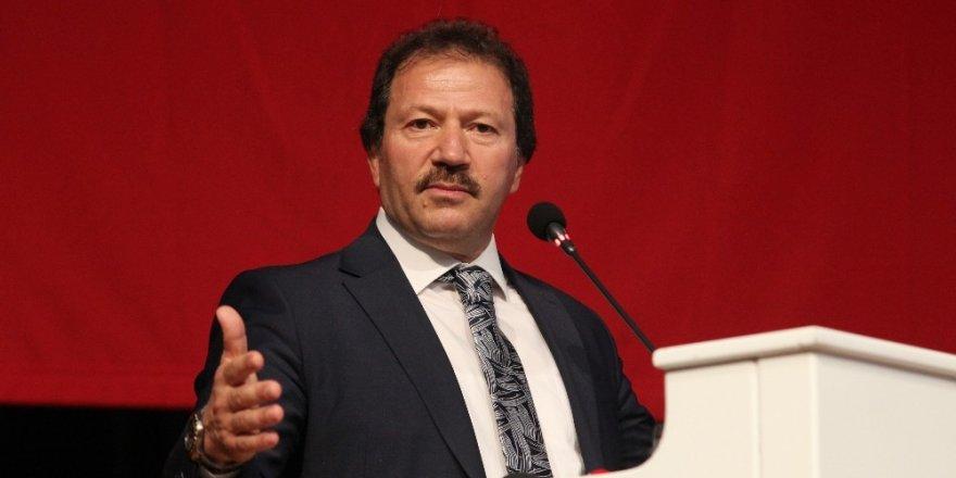 MKE Ankaragücü Olağanüstü Genel Kurulu'nda mevcut başkan Mehmet Yiğiner, 498 oy ile yeniden başkanlığa seçildi.