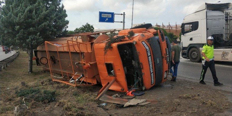Samsun'da su tankeri devrildi: 2 yaralı