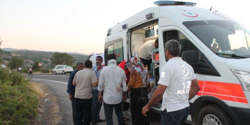 Diyarbakır-Bingöl karayolunda can pazarı: 25 yaralı