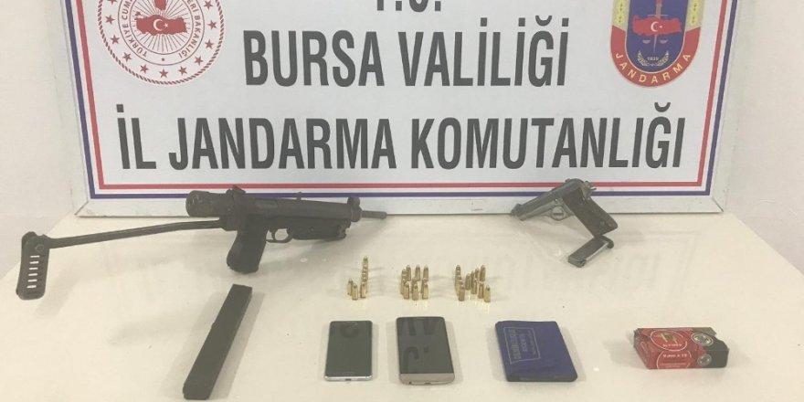 Silah kaçakçıları jandarmadan kaçamadı