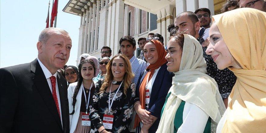 Cumhurbaşkanı Erdoğan Amerikalı ve Kanadalı öğrencileri kabul etti