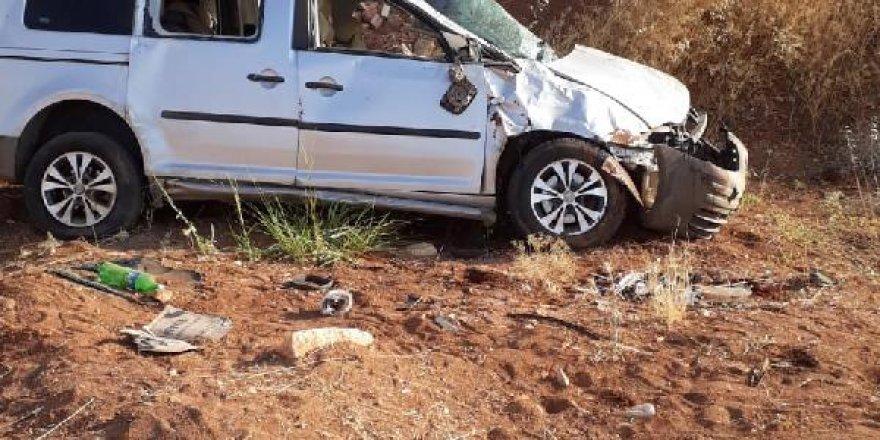 Hafif ticari araç, şarampole devrildi: 7 yaralı