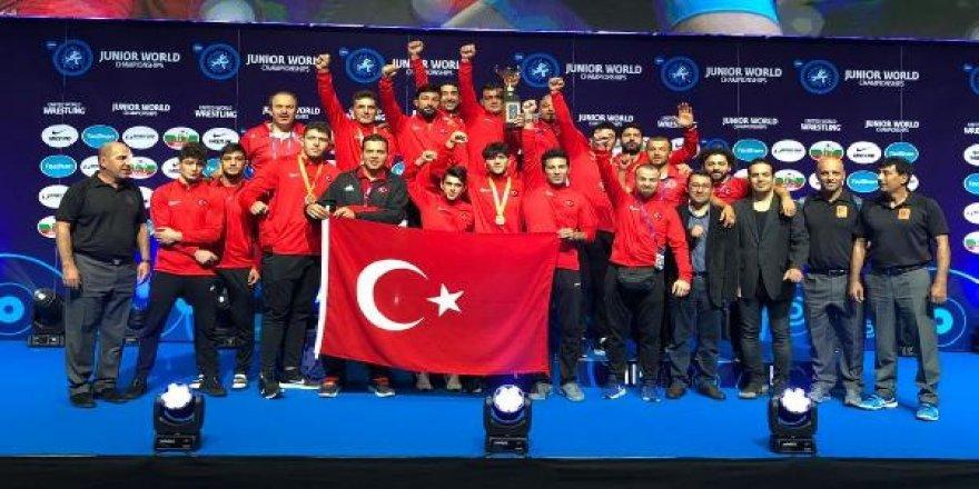 Milli güreşçi Kerem Kamal dünya şampiyonu