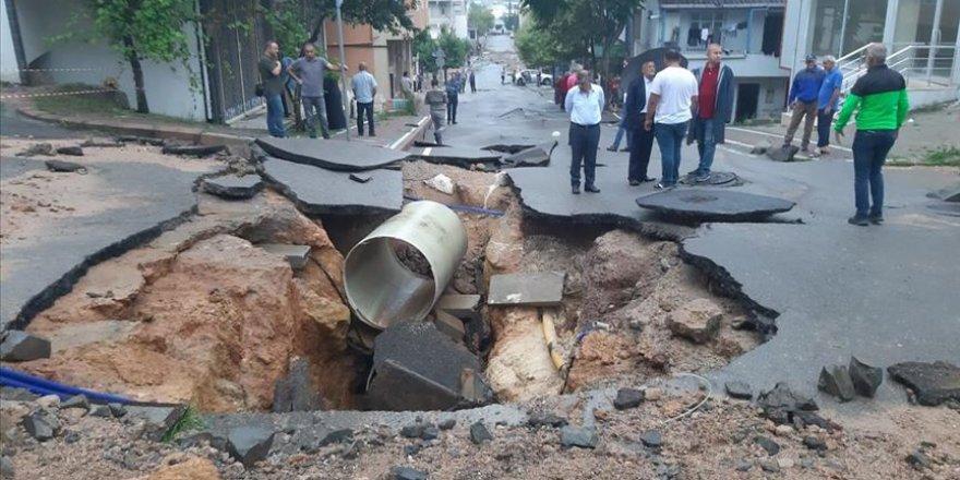 Kocaeli'de sağanak yağış hayatı olumsuz etkiledi