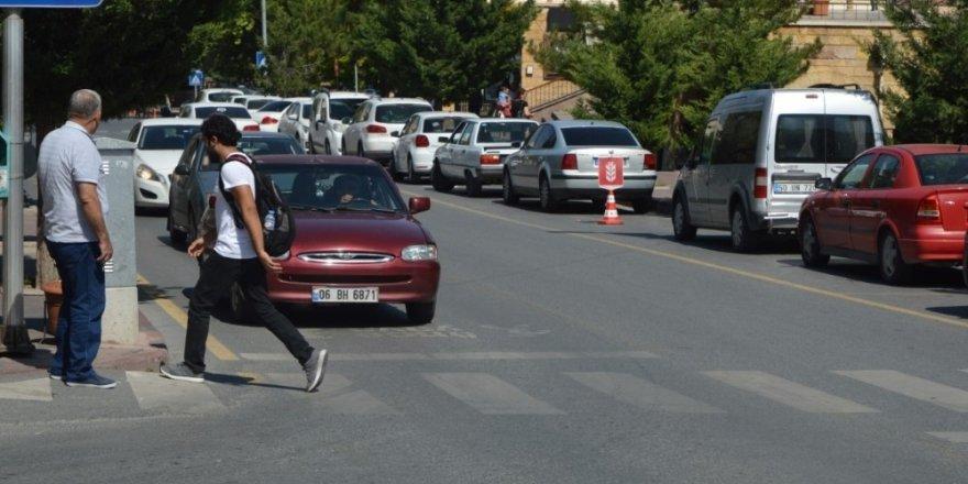 Yayalara öncelik vermeyen sürücülere ceza yazıldı