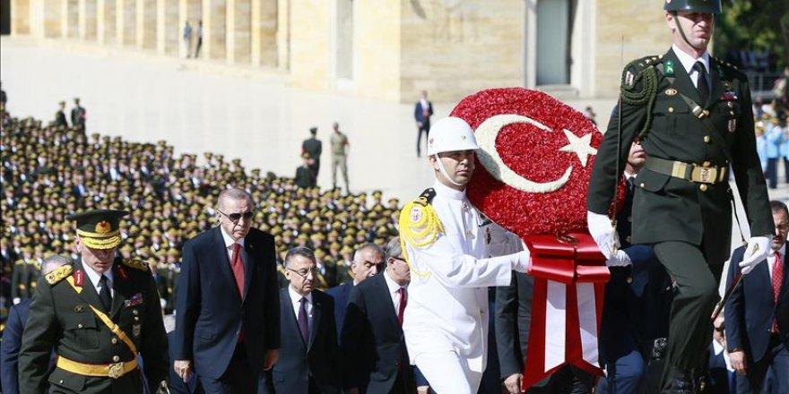 Turquie: le Président Erdogan visite Anitkabir à l'occasion de la Fête de la Victoire