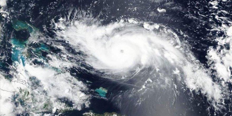 Ouragan Dorian : annulation de plus de mille vols au départ et à destination des États-Unis