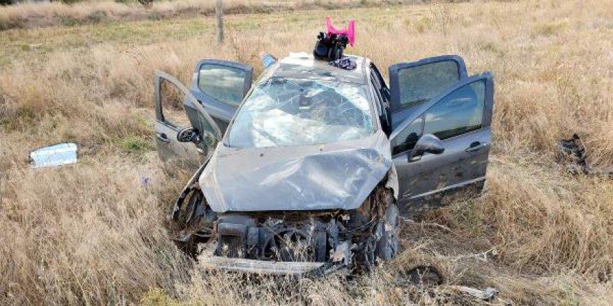 Takla atan otomobildeki 4 kişi yaralandı