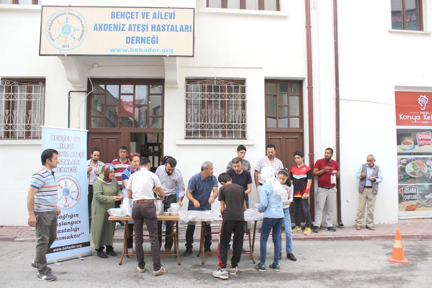 Behçet ve Ailevi Akdeniz Ateşi  Hastaları Derneği'nden aşure ikramı