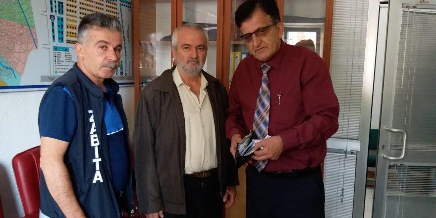 Konya'da sokakta bulduğu cüzdanı zabıtaya teslim etti