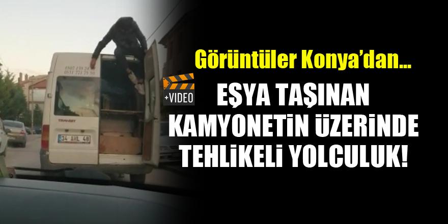 Görüntüler Konya'dan...Eşya taşınan kamyonetin üzerinde tehlikeli yolculuk!