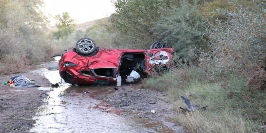 Sivas'ta feci kaza: 1'i bebek 2 kişi öldü, 6 kişi yaralandı