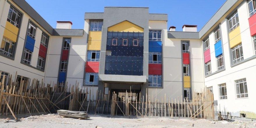 Cizre Kaymakamı Sinanoğlu, okul inşaatlarını yerinde inceledi