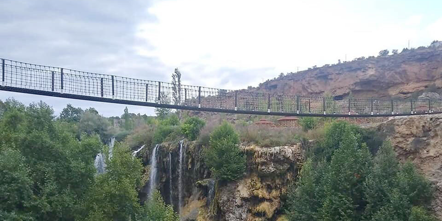 Yerköprü Şelalesine asma köprü yapıldı