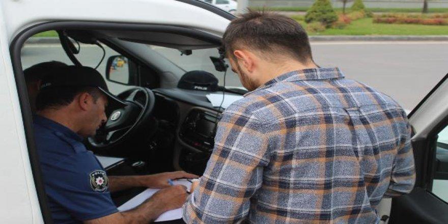 45 araç sürücüsüne sigara cezası