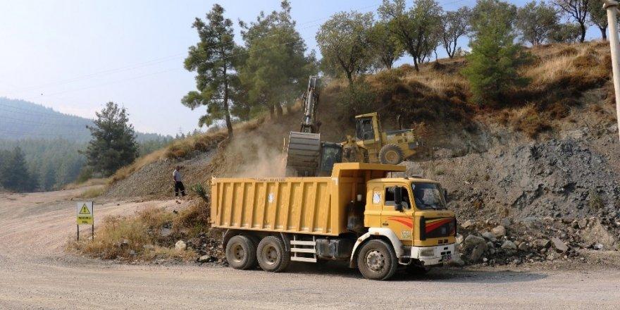 Yunusemre'den Uncubozköy'de yol çalışması