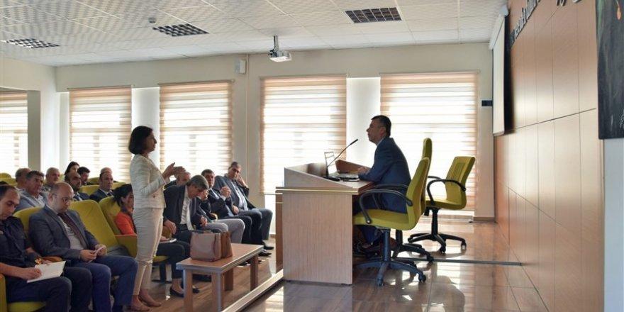 Edremit'te muhtarlarla değerlendirme toplantısı yapıldı