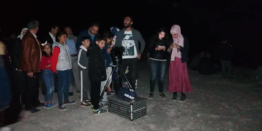 Öğrenciler gökyüzünü teleskopla izlediler