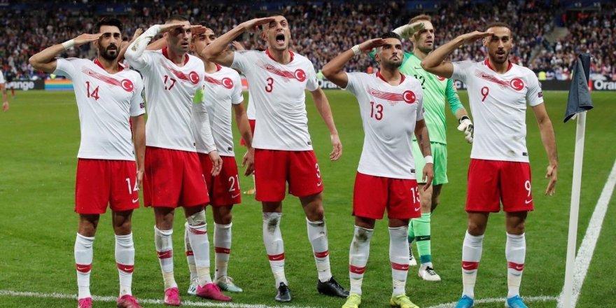 Paris Büyükelçisi Musa'dan ay yıldızlı futbolculara destek