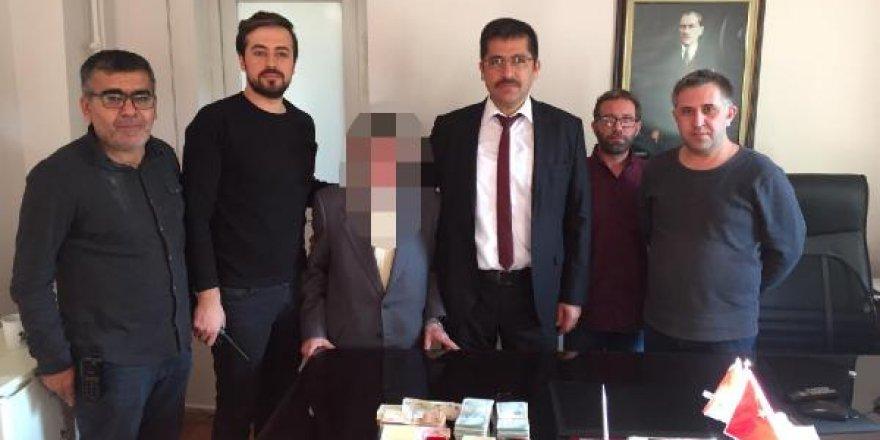Sahte polis ve savcı yakalandı, dolandırdıkları 80 bin lira sahibine verildi