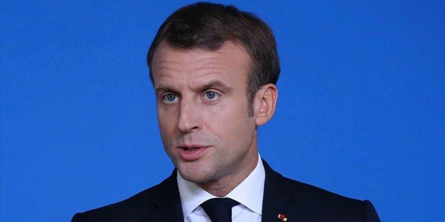 Macron'un bulunduğu yeri sosyal medyada paylaşan gazeteciye gözaltı