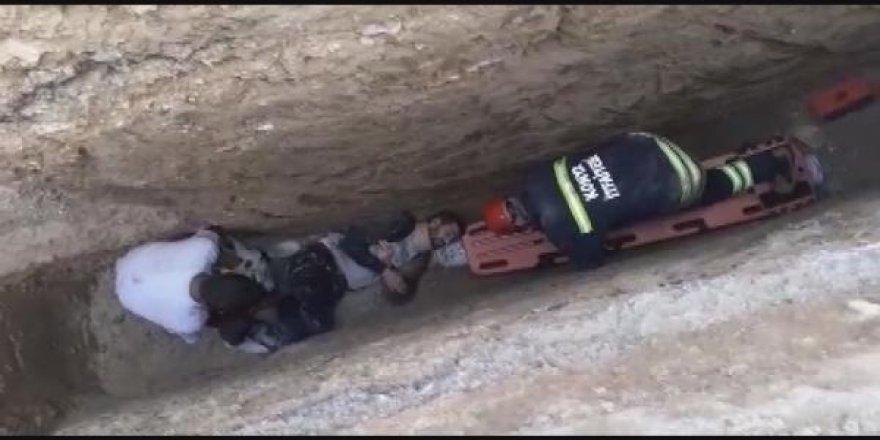 Konya'da bisikletiyle kanalizasyon çukuruna düşen engelliyi, itfaiye kurtardı