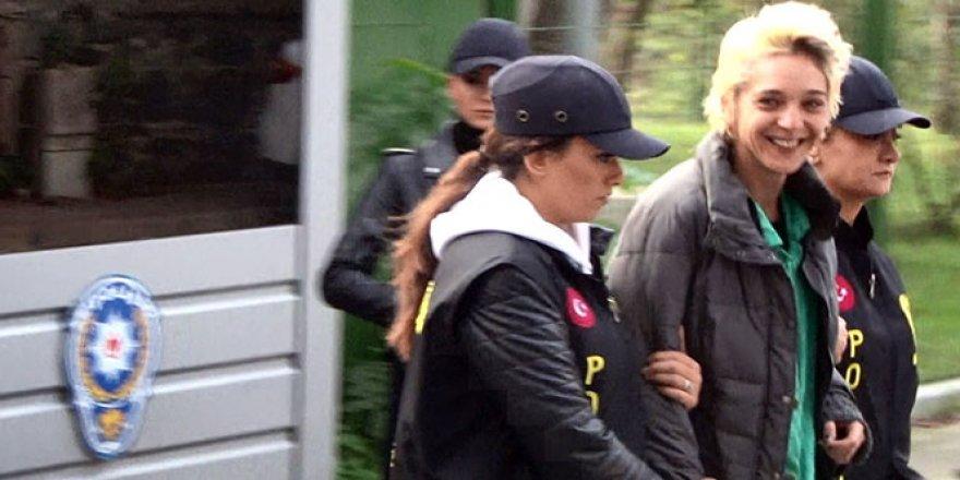 Beşiktaş'ta başörtülü öğretmene saldıran kadına tutuklama talebi