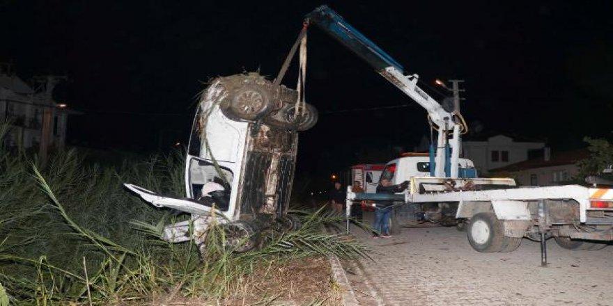 Su tahliye kanalına düşen otomobilin sürücüsü öldü